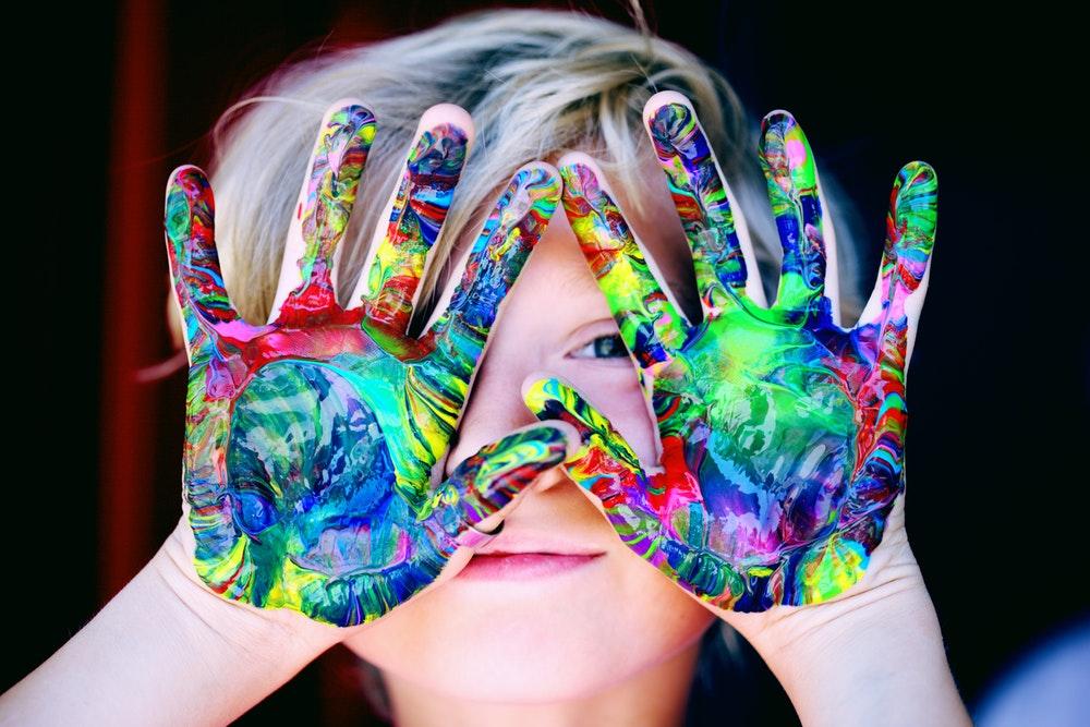 Følg med i børnenes interesser